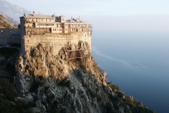 В преддверии праздника Светлой Пасхи Иван Саввиди посетил Святую гору Афон и встретился с Архиепископом Афинским и всея Эллады Иеронимом II