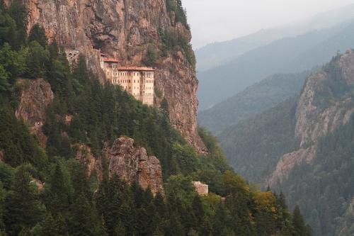 Работы по реконструкции монастыря Панагия Сумела близятся к завершению