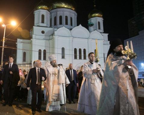 Благодатный огонь доставлен Иваном Саввиди в Ростов-на-Дону к началу Пасхальных богослужений