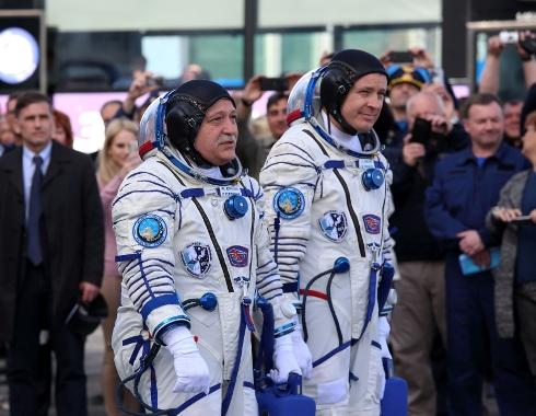 Поздравление Герою РФ, летчику-космонавту Федору Николаевичу Юрчихину с Днем космонавтики