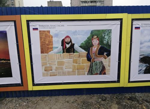 Улицы Ростова-на-Дону украсили детские рисунки
