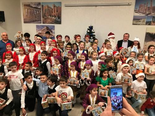 Песни, танцы и сладкие подарки: Рождественский вечер в Греческом Культурном Центре Геленджика
