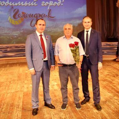 Медалью «За достойный вклад в развитие муниципального образования город-курорт Геленджик» награжден Афлатон Васильевич Солахов