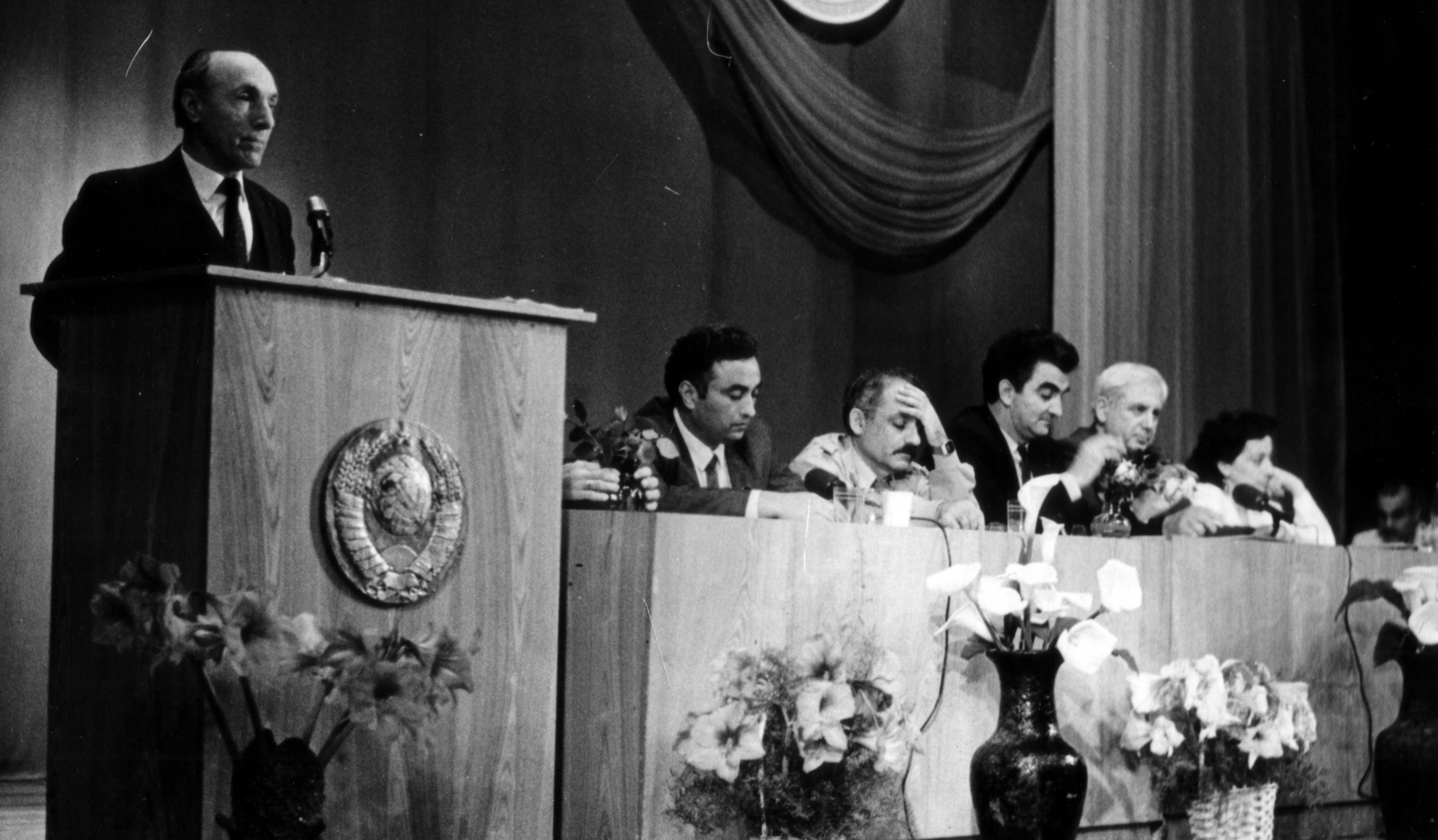 The first constituent congress of the USSR Greeks in Gelendzhik, 1991. S. Kosmeridi is a speaker