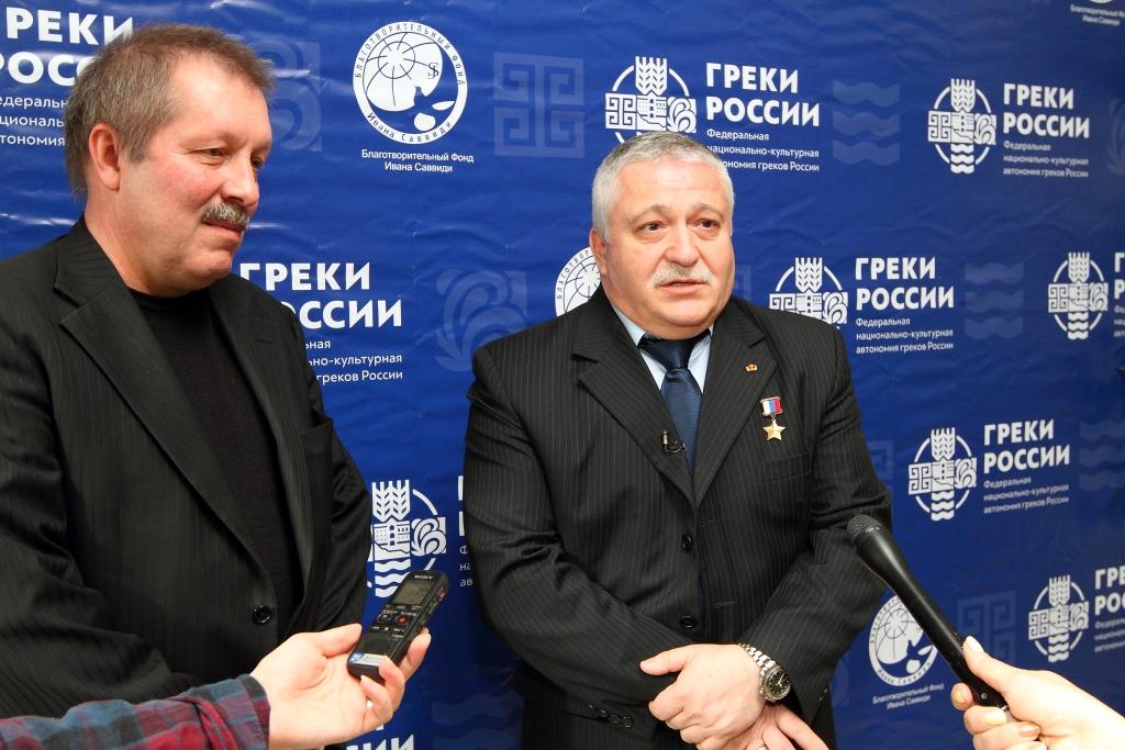 Федор Юрчихин во время пресс-подхода