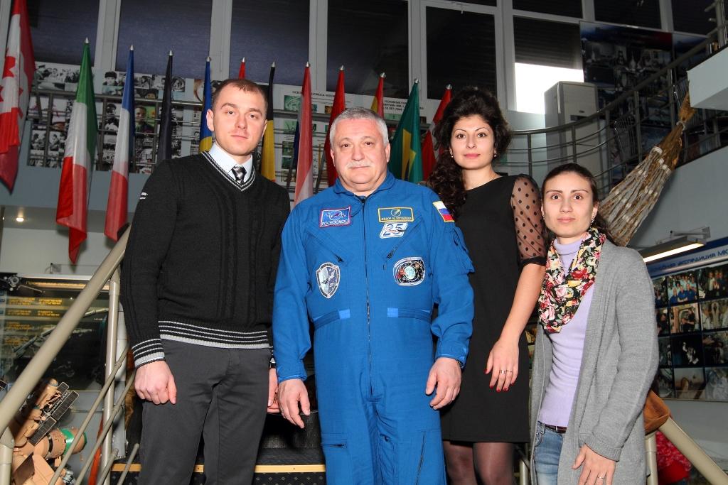 Ф.Н.Юрчихин с греческой молодежью г.Крымск