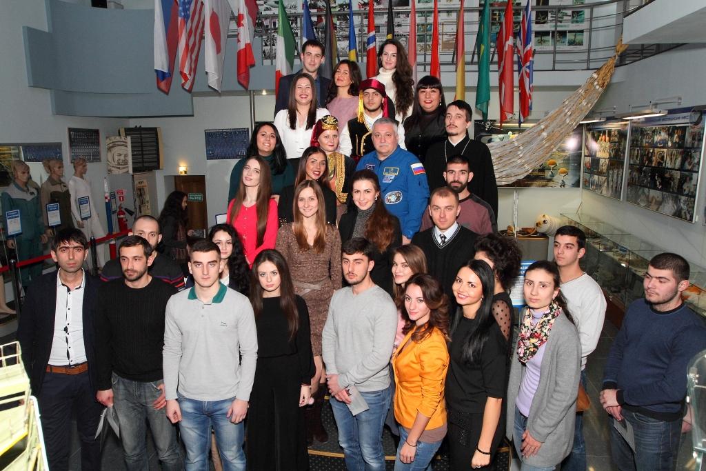 Памятное фото Ф.Н.Юрчихина с греческой молодежью Юга России