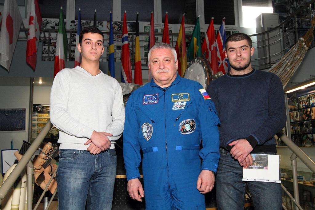 Ф.Н.Юрчихин с греческой молодежью г.Ставрополь