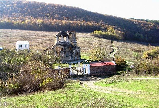 Сожженный храм Евангелиста Луки