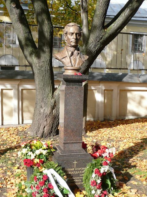 Памятник, установленный Д.Е.Бенардаки в 2011 г. в Санкт-Петербурге
