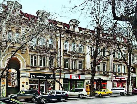 Κτήριο του Ροδοκανάκη με κατοικίες προς ενοικίαση στην Οδησσό. Σύγχρονη φωτογραφία