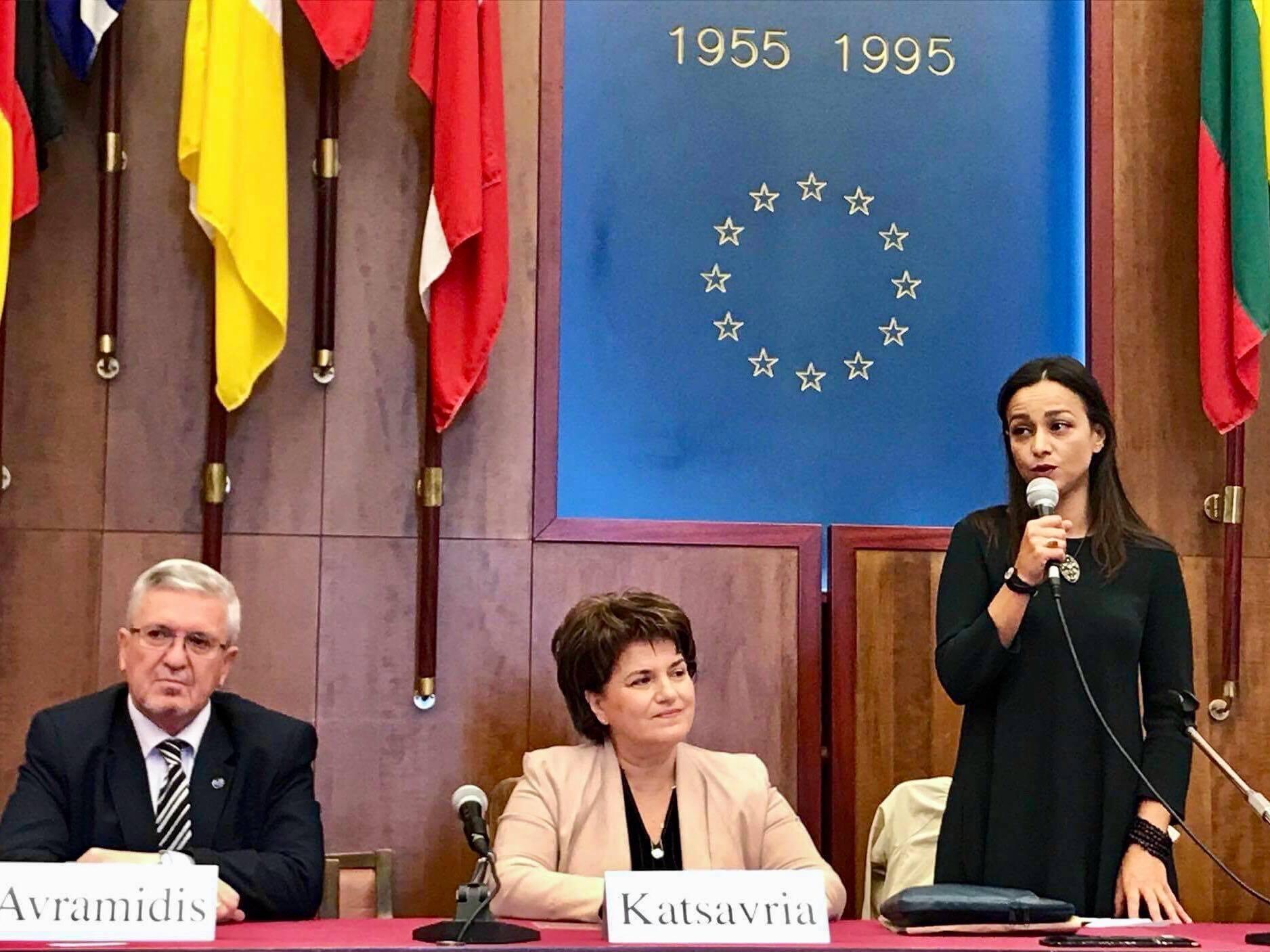 Председатель Федерации греческих обществ Италии Ольга Насси выступает с приветственным словом