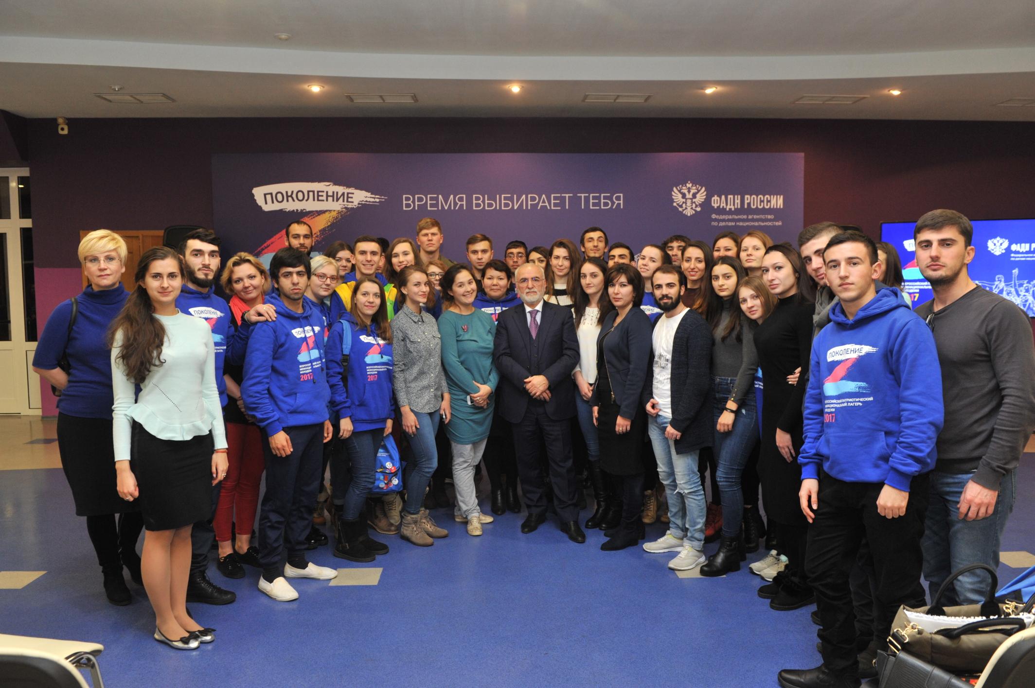 Многонациональная молодежь России с Президентом ФНКА греков России Иваном Саввиди