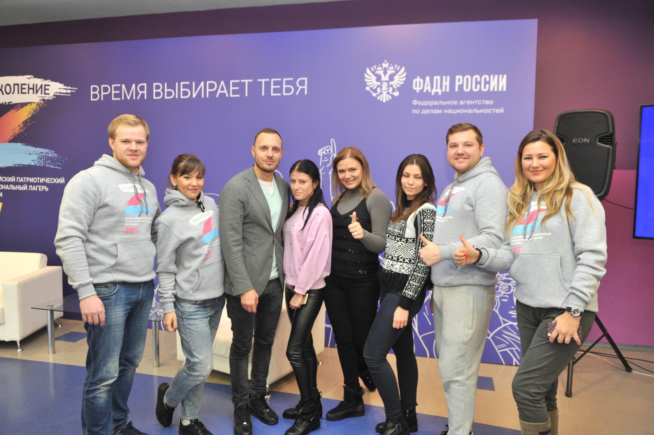 Телеведущий, шоумен, ведущий программы «Доброе утро» Тимур Соловьёв и организационный комитет лагеря
