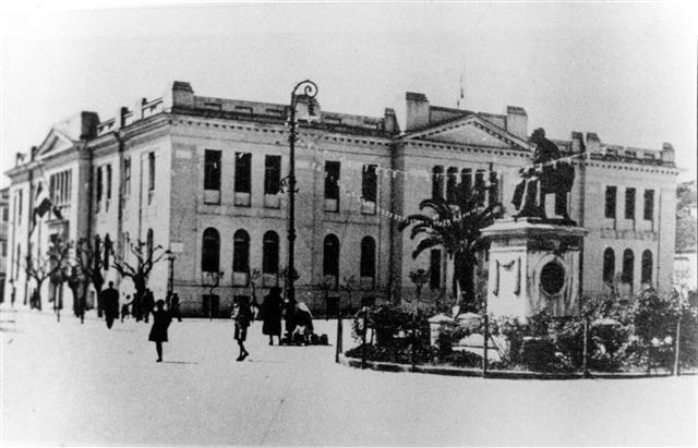 Площадь Валлианоса