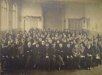 Мавромати Борис Петрович в первом ряду в центре
