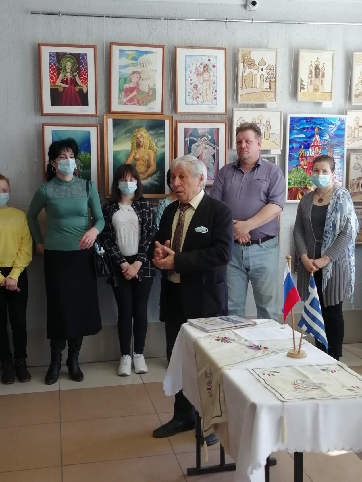 Закрытие Конкурса. Директор ИИ В.С.Елагин и член жюри А.Н.Тимошенко
